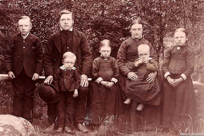 Anders and Sanna Back and family ca 1888